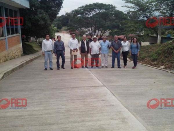 Inaugura Sacre obra de pavimentación en Bethania
