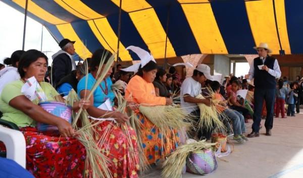 Lleva Benjamín Robles bienestar a las familias trabajadoras de San Mateo Peñasco