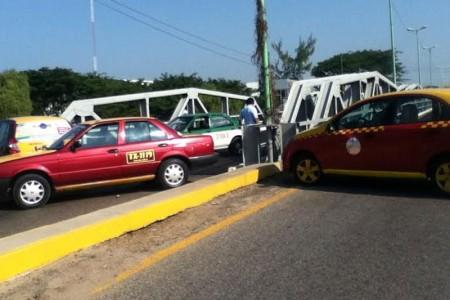Bloquean taxistas por segundo día la ciudad de Juchitán