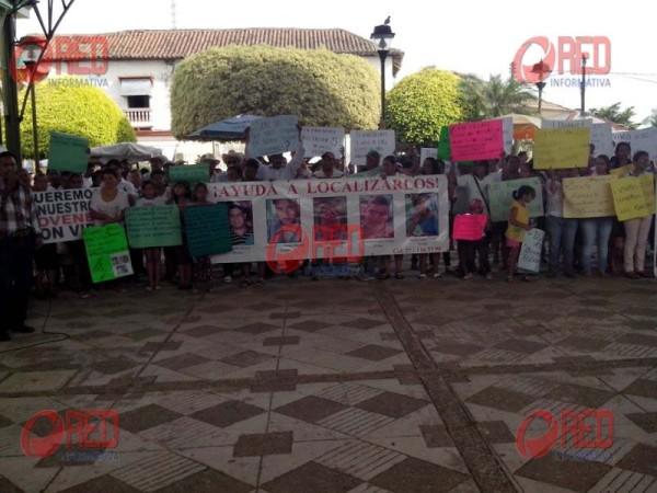 Habitantes de Playa Vicente, piden aparición de jóvenes