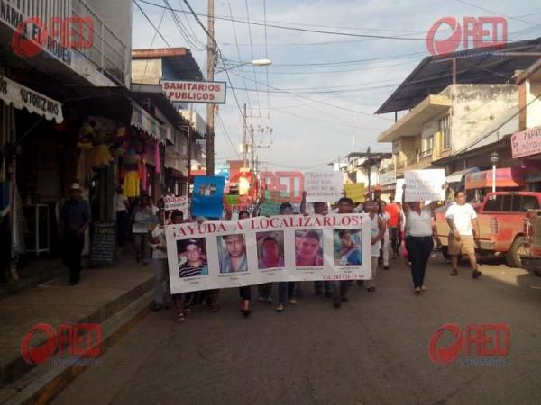 Miles marchan en Playa Vicente
