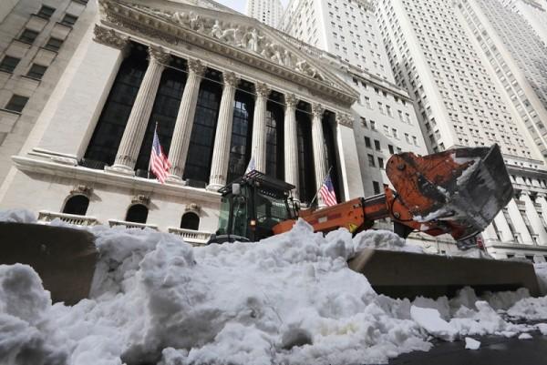Costa este de EU sigue afectada por la nieve; van 36 fallecidos