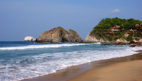 Repunta turismo en playas de Oaxaca