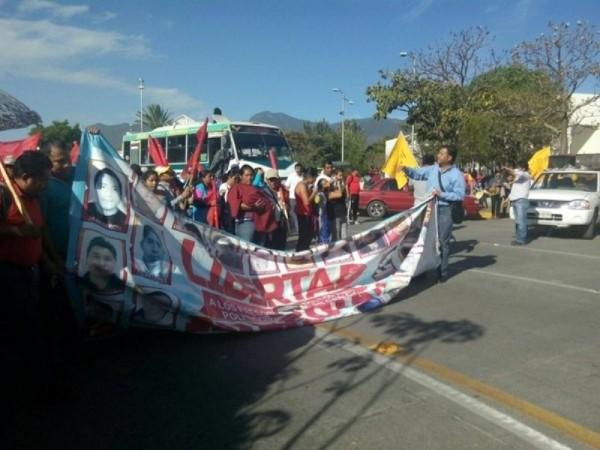 Marchan organizaciones en Oaxaca