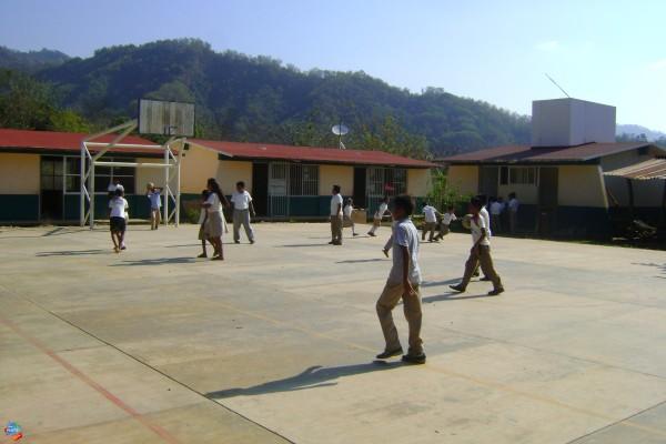 Implementan más seguridad en escuela, tras venta de drogas y acoso sexual