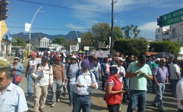 Marcha la CNTE al Zócalo de Oaxaca