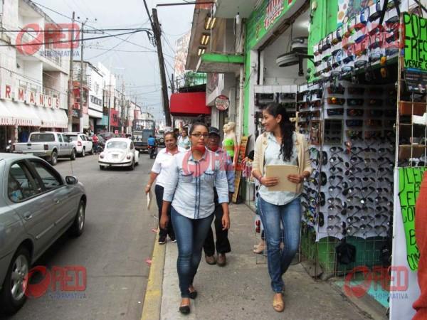 Tránsito y dirección de comercio someten al orden a vendedores ambulantes