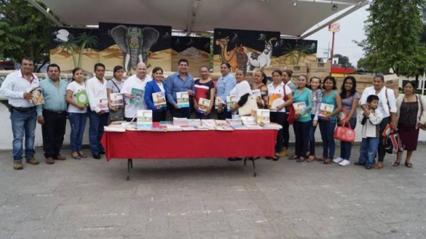 Se fortalecen Bibliotecas municipales con donación de libros