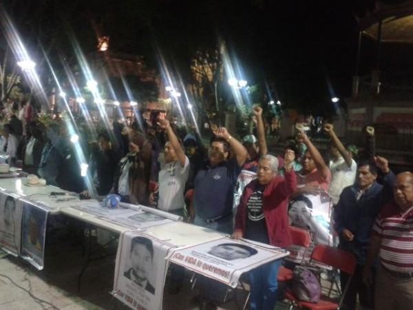 Padres De Los 43 Normalistas De Ayotzinapa Llegaron A Huajuapan