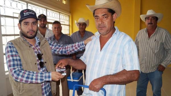 Ayuntamiento entrega más de 3 mil vacunas preventivas a productores de ganado