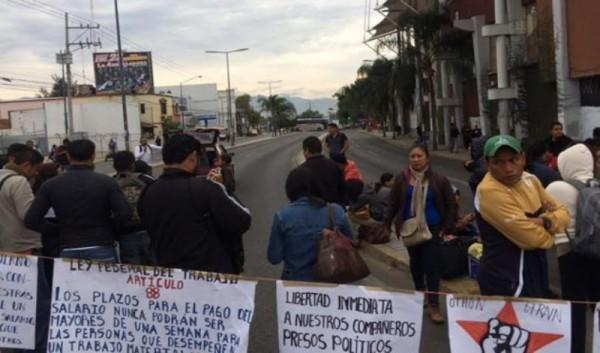 Maestros de la S.22 bloquean crucero del estadio Eduardo Vasconcelos