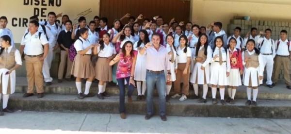 Responde Gabriel a Escuela Secundaria, con beneficio para 1, 200 alumnos