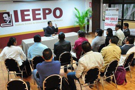 Se reúnen representantes de S – 22 y IEEPO, piden diálogo