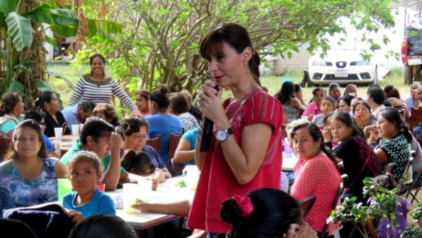 Suman esfuerzos mujeres de Reyes Mantecón con  Maribel Martínez de Robles para unir Oaxaca