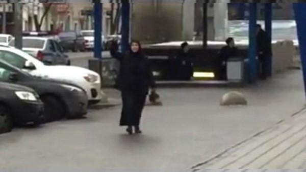 Detienen a mujer que caminaba con la cabeza decapitada de una bebé