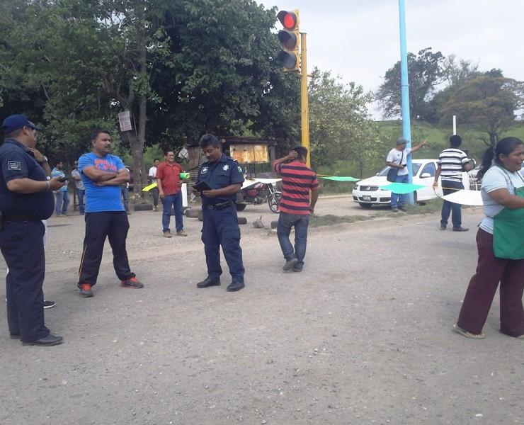 Vecinos de la cinco de mayo amenazan con bloquear blvd. Plan de Tuxtepec