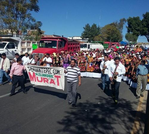Priistas marchan en apoyo a Alejandro Murat