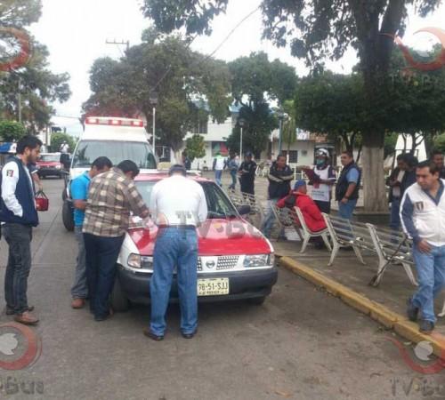 Detienen a taxi que arrolló a motociclista
