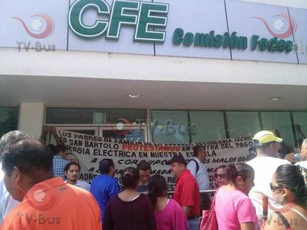 Sección 22 bloquea CFE