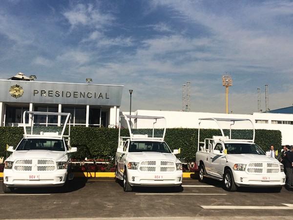 Presentan los 5 papamóviles que usará Francisco en México