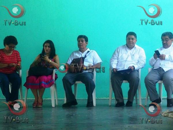 Entre caras largas y afectos, reciben a Alejandro Murat en Tuxtepec