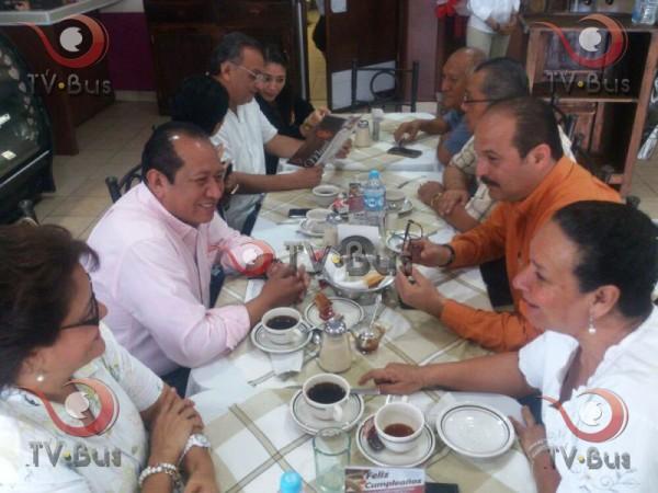 Se reúnen evielistas con Silvino Reyes