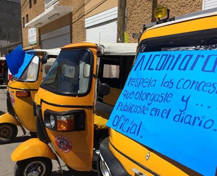 Protestan mototaxistas en Sevitra Oaxaca