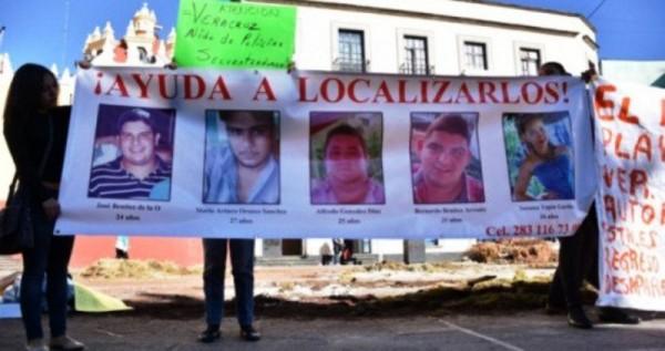 43 de Ayotzinapa y 5 de Tierra Blanca, Padres se reunirán