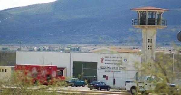 Trasladan a dos de la CNTE a cárcel de Oaxaca