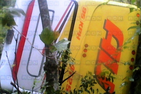 Vuelca camión de la línea AU en Huautla de Jiménez, 12 personas lesionadas