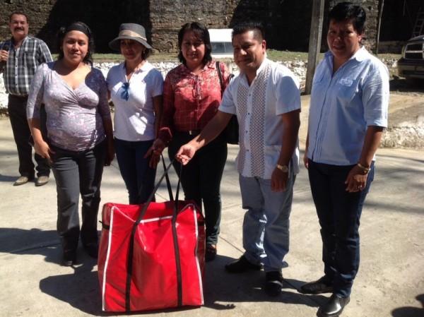 CECUFDE Entrega materiales para la activación física a Ixcatlán