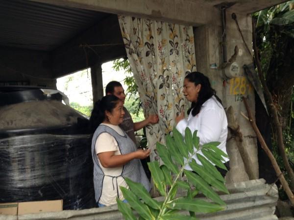 Elvira Hernández recibe el respaldo de los militantes del MC de la colonia María Eugenia.