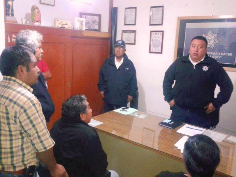 Taxistas se manifiestan en tr nsito y palacio municipal tvbus tv - Oficina municipal del taxi ...