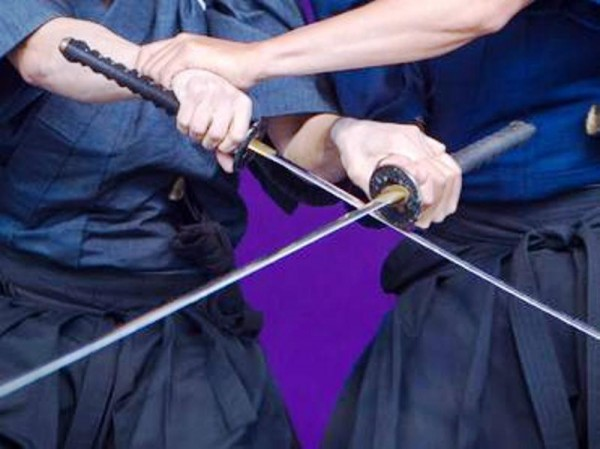 Actor muere herido por espada samurái durante un ensayo en Japón