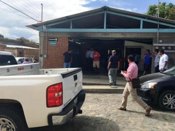 Entrega Huayapan a 20 retenidos a la Fiscalía General del Estado