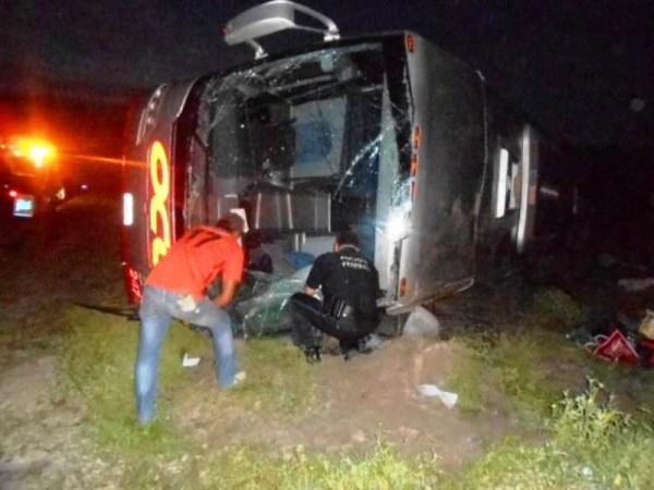 Vuelca autobús procedente de Salina Cruz, saldo 12 heridos
