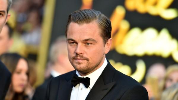 """Leonardo Dicaprio al fin gana un Oscar por """"El renacido"""""""