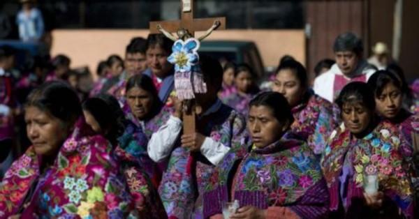 Se debe pedir perdón a los pueblos indígenas por excluirlos de la sociedad: Francisco