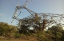 Sustituye CFE torre metálica colapsada por fuertes vientos en el Istmo