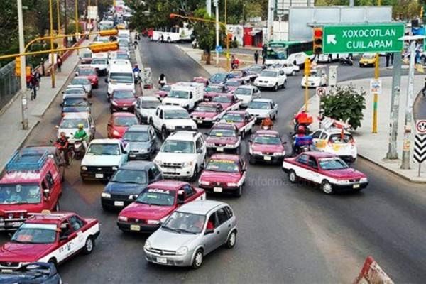 Provocan bloqueos de maestros caos en el tránsito de Oaxaca