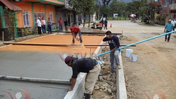 Arranca Gerardo Domínguez pavimentación sobre boulevard