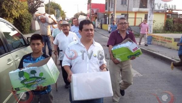 Lalo Ximénez entrega firmas al IEEPCO