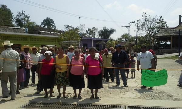 Habitantes de Ojitlán se manifiestan en contra de su edil Isidro Ortega