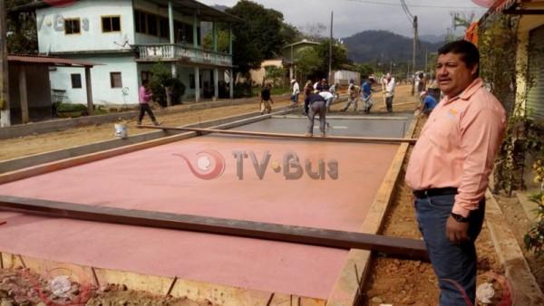 Avances en la remodelación Av. Independencia en Jacatepec