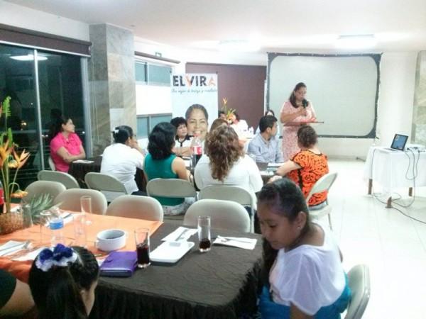 Con conferencia, la precandidata Elvira Hernández, conmemora a mujeres