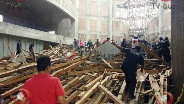 Dos muertos, 21 heridos y 7 desparecidos, saldo de desplome en la Barca de Tuxtepec