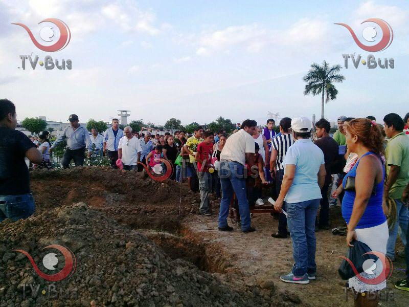 """#LaBarca El """"Nuevo Despertar"""" recibió los cuerpos de Gabriel y Randi, familiares dan el último adiós"""