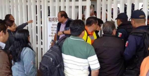 Protestan maestros de la Sección 22 frente al IEEPO