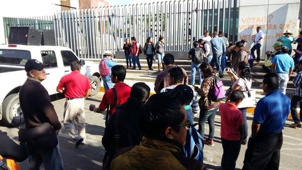 Protestan maestros en Congreso de Oaxaca, exigen aprobación de su iniciativa de Ley