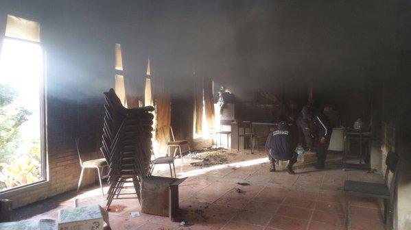 Incendian oficinas de Morena en Huautla de Jiménez